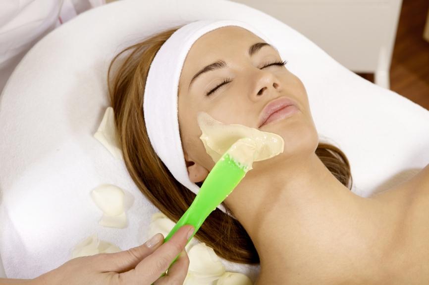 Hogyan használják a  kozmetikusok a Neogence hialuronsavas hidratáló eszenciát?